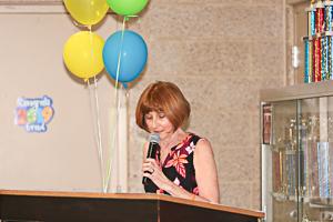 Speaker addressing graduates